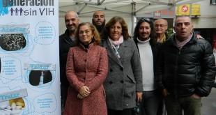 La Delegada de Familia, Asuntos Sociales y Zonas de Especial Actuación del Ayuntamiento, Dolores de Pablo-Blanco, con el equipo de Adhara