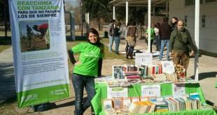 Esther en una de las ferias de Intermon Oxfam