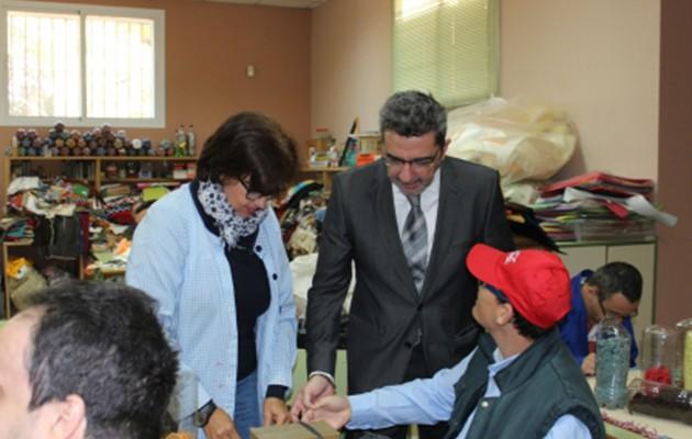 Gutiérrez Limones en su visita a las instalaciones de la Asociación Prolaya / Ayuntamiento de Alcalá de Guadaíra