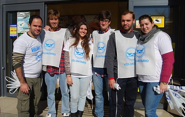 Voluntarios de la Gran Recogida de Alimentos de 2013 en Dos Hermanas / L.M.