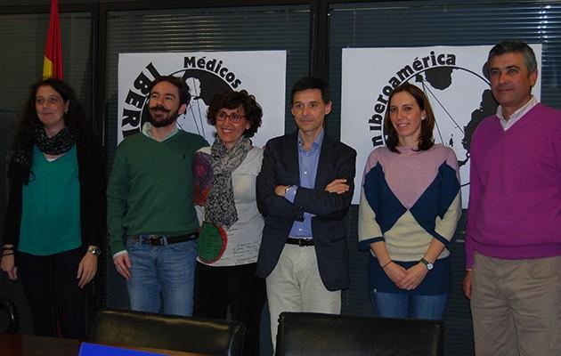 Integrantes de Ibermed durante la presentación en el Ayuntamiento nazareno / L.M.