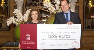 La presidenta de Andex, María Luisa Guardiola, junto al director del hotel Alfonso XIII, Carlo Suffredini