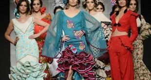 """Modelos luciendo creaciones de Inés de la Fuente durante el pase colectivo """"espacio camino"""" EFE/Raúl Caro"""