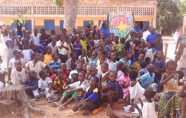 Los niños del Centro Djoao Gara / CEIP Maestro José Fuentes