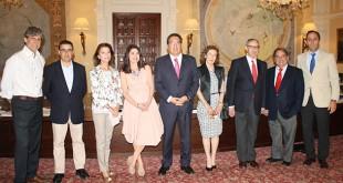 De izquierda a derecha: Pablo Alfaro, Paco Robles, Isabel de León Borrero, Ana Fernández, Antonio Pulido, Maria Luisa Guardiola, Guillermo Jiménez, Eugenio Domínguez y Juan Luis Muñoz Escassi.