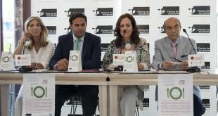 Ana Villanueva, responsable de comunicación del Grupo Abades, Pedro Galán,  director  del Mercado Lonja del Barranco, María Antonia Jiménez, presidenta de Tierra de Hombres en España, y Juan Robles, gerente del Grupo Robles / L.A.
