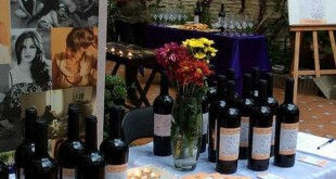 En apenas dos semanas ya han vendido cien botellas de este vino solidario «Len Vin Violette» / A.C.