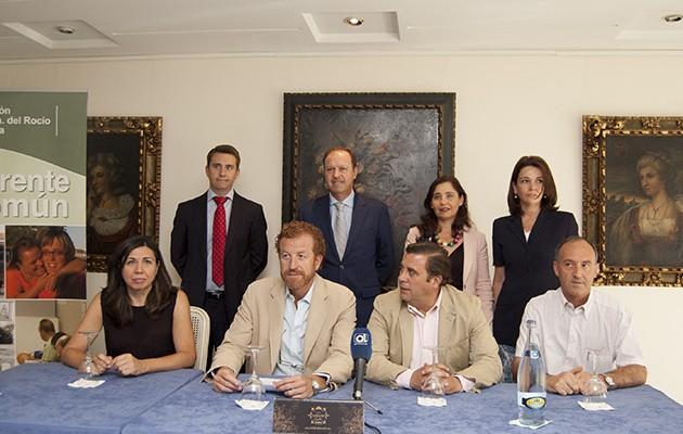 Manuel Otero junto a representantes de las entidades beneficiarias y los hoteles participantes / L. A.