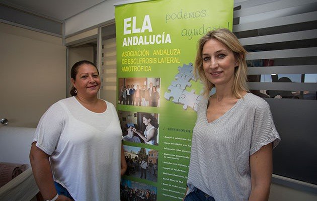 Patricia García y Raquel Galán, de la Asociación ELA Andalucía / V. GÓMEZ