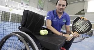 Andrés Montín, de la Asociación Pádel Integra, en las instalaciones del Club Santé / Foto: Juan Flores