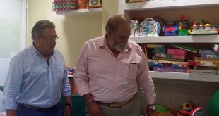 Juan Ignacio Zoido y José Ramírez, en el centro de estimulación precoz del Buen Fin
