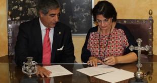 Momento de la firma del acuerdo / Foto: Hermandad Sacramental de Soledad de San Lorenzo