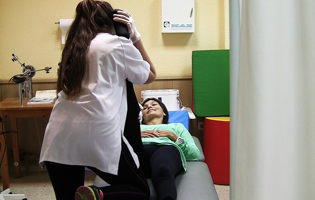 Sesión de rehabilitación en la Asociación Sevillana de Esclerosis Múltiple / ABC