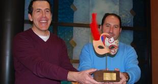 Juan Antonio Vílchez y Antonio Martín posan con el trofeo / L.M.