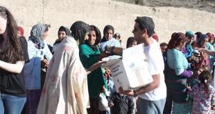 Javier Leñero entrega las donaciones hechas por los habitantes de Gines - ABC
