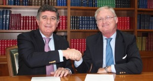 El presidente del Colegio de Farmacéutico, Manuel Pérez, junto al de Asedown, Joaquín López-Sáez / Foto: Colegio de Farmacéuticos