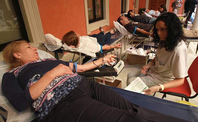 Maratón de donación de sangre en la Fundación Cajasol / Rocío Ruz