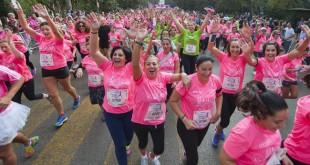 Unas 10.000 personas participaron en la pasada edición de la Carrera de la Mujer de Sevilla. Foto: Juan José Úbeda