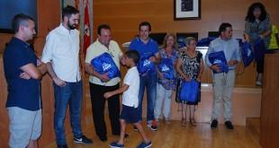 Recepción de los menores en el Ayuntamiento nazareno / L.M.