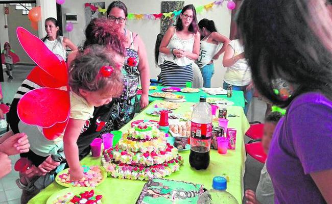 Las madres y niños que participaron en el campamento de la Fundación Padre Garralda Horizontes Abiertos disfrutaron de una fiesta de disfraces / ABC