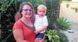 Los padres de Román, con síndrome de Angelman, piden ayuda para costear su terapia
