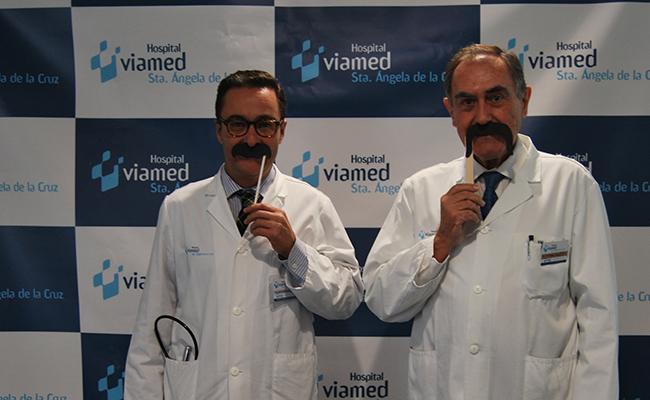 El Dr. Fernando Romero, Director Médico del Hospital Viamed Santa Ángela de la Cruz y el Dr. José María Arribas, jefe de la Unidad de Urología