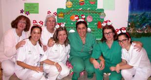 Los priofesionales de enfermería tuvieron la idea de recurrir a los colegios para la decoración de Navidad
