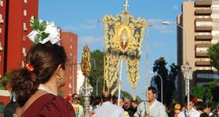 La Hermandad del Rocío de Montequinto a su llegada al barrio / L. Montes