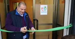 El presidente de Anfathi inaugurando la nueva sede / ABC