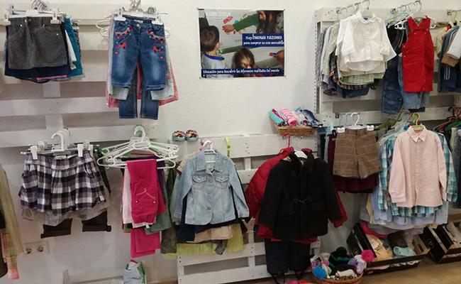 La tienda de Madre Coraje también cuenta con ropa infantil
