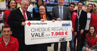La entrega del cheque / Foto: Facebook Cruz Roja Española Sevilla