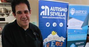 Eduardo Álvarez, usuario de Autismo Sevilla lleva dos meses contratado en el bar El Jinete / Foto: Pepe Ortega