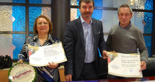 Miguel Serrano, en el centro de la imagen, entrega las certificaciones de calidad / L.M.