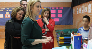 La alcaldesa de Alcalá visita el colegio Blas Infante