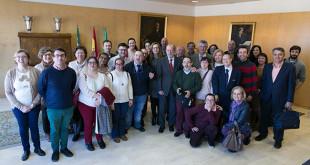El presidente de  la Diputación con miembros de asociaciones de apoyo a personas son síndrome down / ABC