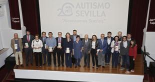 Los premiados y participan posan en el acto. FOTO: VANESSA GOMEZ.