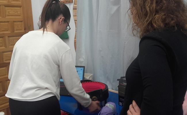 La asociación realiza talleres para mejorar en la búsqueda de empleo / ABC