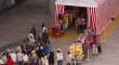 Las sevillanas donan en Nervión Plaza sesenta trajes de flamenca para Madre Coraje