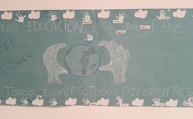 Los niños de las guarderías han participado con murales y dibujos