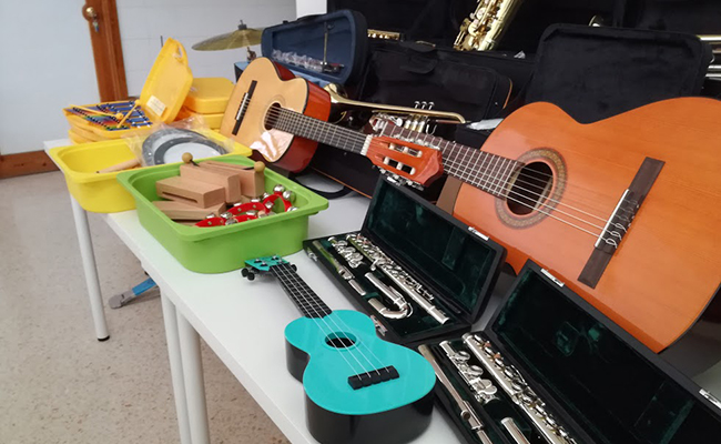 Instrumentos para que alumnos sin recursos puedan aprender música