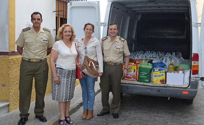 Una entrega de alimentos a las Hermanas de la Cruz de Utrera / ABC