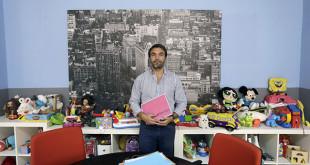 Fernando Parejo en uno de los puntos de encuentro familiares que gestionan en Sevilla FOTO: Vanessa Gómez