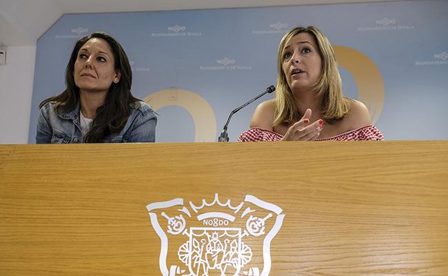 la delegada de Igualdad, Juventud y Relaciones con la Comunidad Universitaria, Myriam Díaz, junto a la directora general de Igualdad, Micaela López FOTO: Pepo Herrera/Ayuntamiento de Sevilla