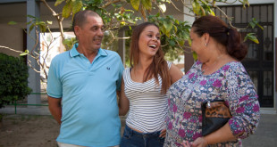 Alba junto a sus padres, María José y Miguel / FOTO: L. ÁLVAREZ