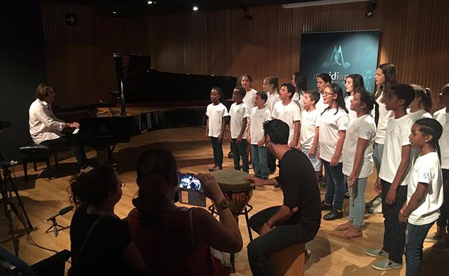 Uno de los ensayos previos con todos los participantes en el concierto / Meridianos