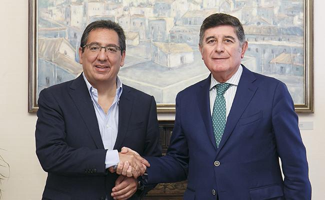 Antonio Pulido, presidente de la Fundación Cajasol, y Manuel Pérez, presidente de la Fundación Mehuer