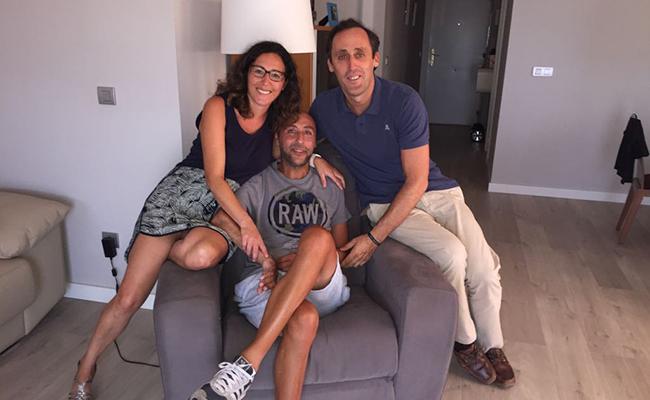 Jorge Abarca, junto a su mujer Maribel y Escassi, tiene ELA desde hace 4 años