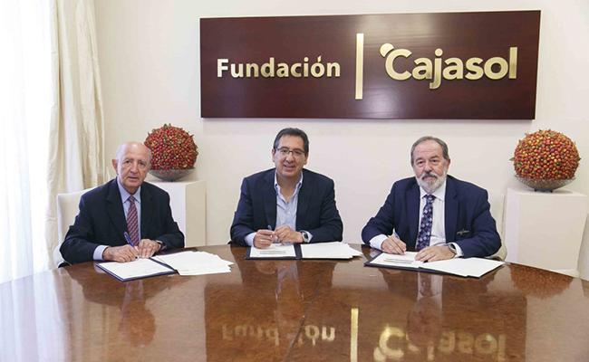 Momento de la firma / Fundación Cajasol
