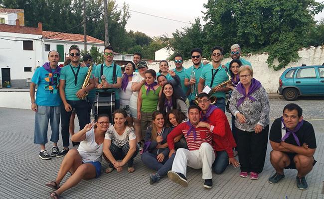 ersonas con discapacidad intelectual de Paz y Bien se integran en una actividad de la comunidad / Paz y Bien