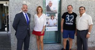 Responsables de la oficina de CaixaBank en La Motilla con miembros de ANFATHI / ABC